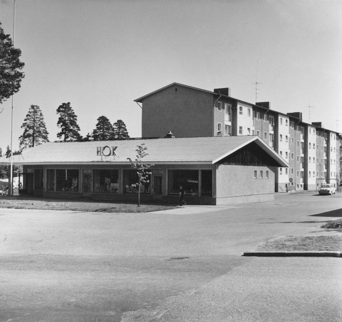 HOK:n (Helsingin Osuuskauppa) myymälä vuonna 1963, kuva finna.fi