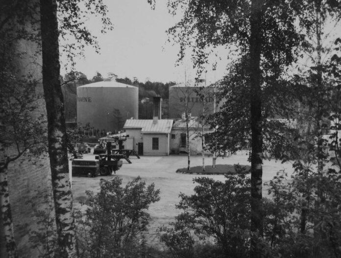 Polttoöljyn kuormauspihaa Sorsavuorelta Tuorinniemen suuntaan.