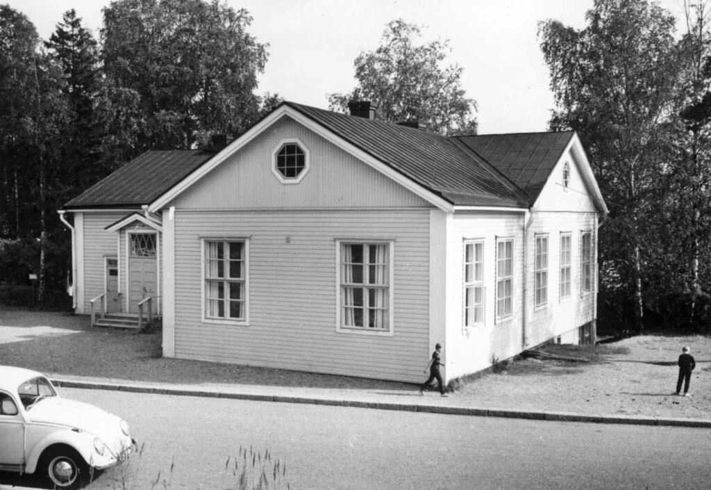 Hiihtäjäntien kansakoulu, Herttoniemi., Grünberg Constantin, valokuvaaja 1965. Kuva finna.fi