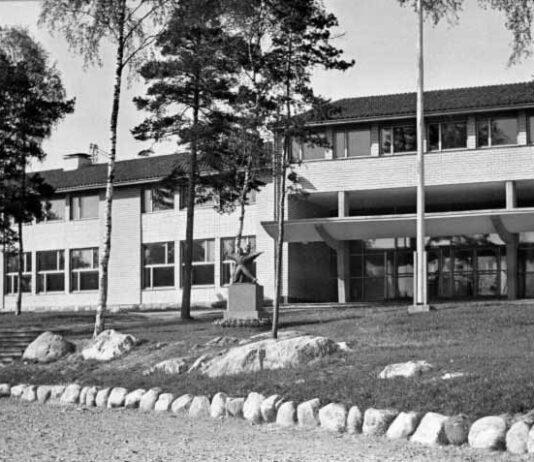 Herttoniemen kansakoulu, Herttoniemi. 1950 -luku, Mirva-kuva. Kuva: finna.fi